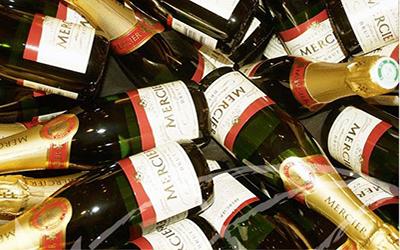 Prickelnde Champagne mit Paris…